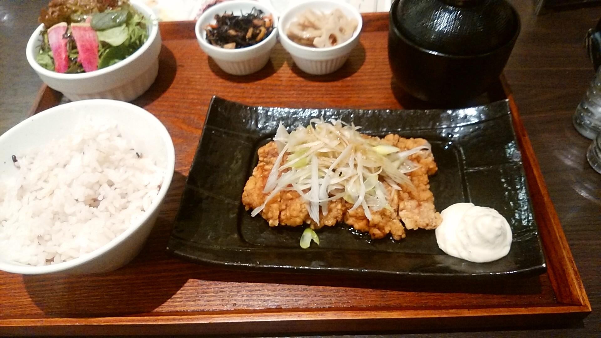 油淋鶏(ユーリンチー)の定食